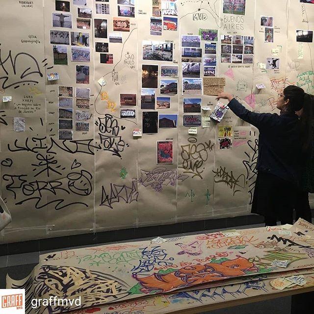 Repost de @graffmvd -  Exposición Artes Graffiti - Parte 2- esta exposición es como la calle, mutable, como un palimpsesto de papel, es abierta a quien quiera aportar sus conocimientos, la idea también es que sea transportable, y pueda cambiar de ubicación y seguir recolectando información de esa cultura que formamos todxs. Es un mapa conceptual- temporal y geográfico - donde se ubican diferentes corrientes, estilos y formas, y también vas a encontrar cuadros. Con el aporte de @arte.callejero.latinoamerica tenemos material de Argentina, Brasil, Ecuador, Chile, en las fotos se ven imágenes Livro Xarpi @livroxarpi , Caminante Cósmico @caminantecosmico , EcStreetGallery @ecstreetgallery , Archivo Graffiti Baires @archivo.graffiti.baires , Pixoação @pixo_acao