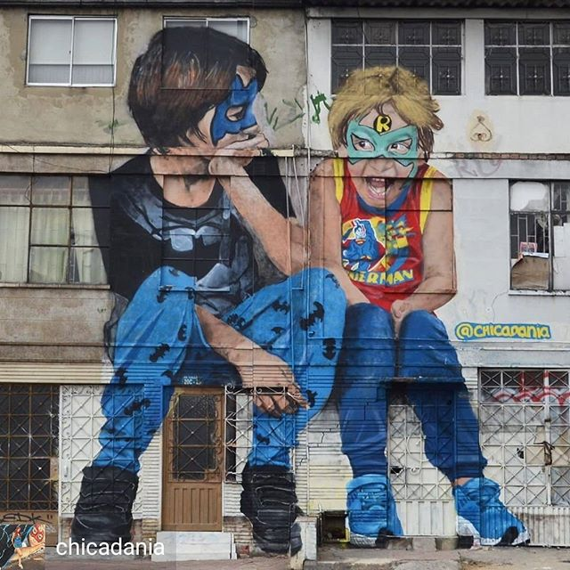 Repost de @chicadania -  Marc & Ían sitting on the street🥰. My two boys playing superheros in #bogota. Happy to be part of @streetprojectsanfelipe .Thanks to @mantillartstudio @huanamaya for the support UBICACIÓN: AV. CALLE 80 # 20C- 25. #streetart #arteurbano #graffiti #grafitti #portrait #retrato #urbanart #contemporaryart #artecontemporaneo #girlpower #womanpower #family #kids #son