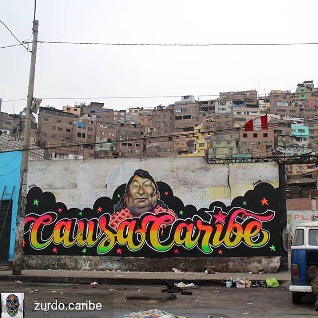 Repost de @zurdo.caribe -  En colaboración con mi causa peruano @lanzaloooo en Lima, Perú 🇵🇪 2019.Un homenaje a la música y a la estética chicha que inundan los barrios de Lima y  del Perú, hecho  en las cercanias del barrio donde creció su mayor exponente: Chacalon, el faraón de la cumbia, el que cuando cantaba hacia que los barrios bajarán, el de raices migrantes provincianas  de la sierra.  Porque la migración también  es transformación y riqueza. El graffiti Tiene el poder de rebasar las fronteras. Llegate a @caribestribu para que te vaciles el video. 📽#todossomosinmigrantes #fuckxenofobia #fuckxenofoby #paiseshermanos #nonationnoborder #lima #peru #caracas #venezuela #causacaribe